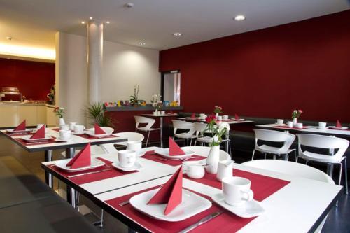 Ein Restaurant oder anderes Speiselokal in der Unterkunft Hotel VielHarmonie