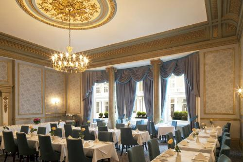 A restaurant or other place to eat at Strathmore Hotel