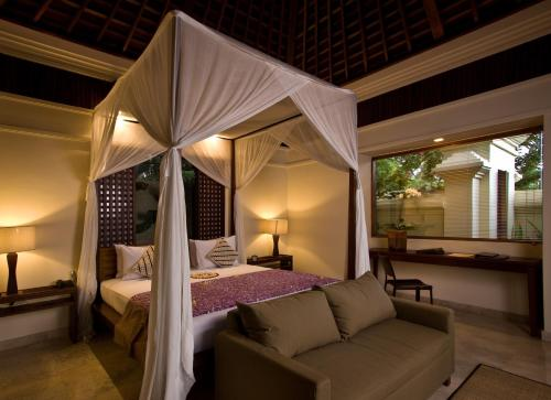 A bed or beds in a room at Komaneka at Bisma Ubud