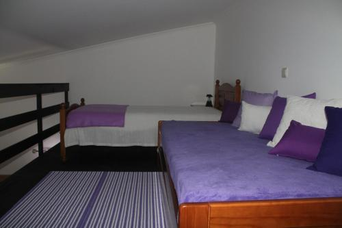A bed or beds in a room at Refugio no Campo