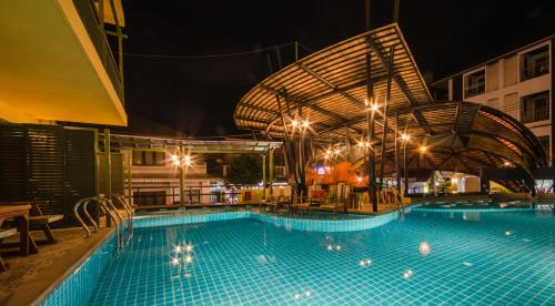 Swimmingpoolen hos eller tæt på Bhundhari Chaweng Beach Resort Koh Samui