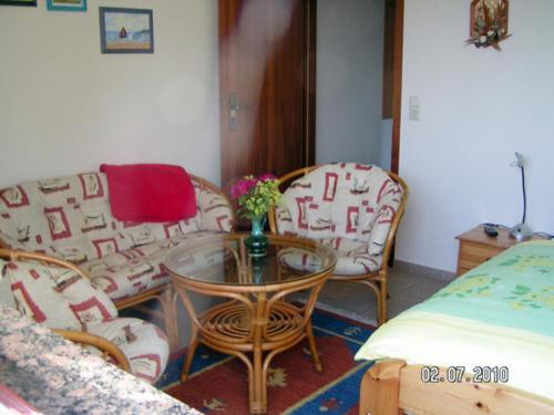 Ein Sitzbereich in der Unterkunft Ferienwohnung Tina