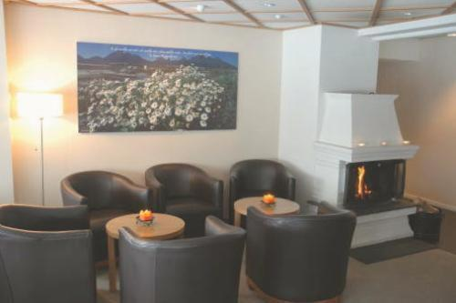 The lounge or bar area at Hamarøy Hotel