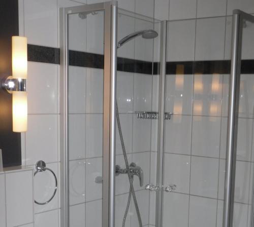 Ein Badezimmer in der Unterkunft Gästehaus Zum Lamm