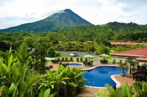 A view of the pool at Volcano Lodge, Hotel & Thermal Experience or nearby