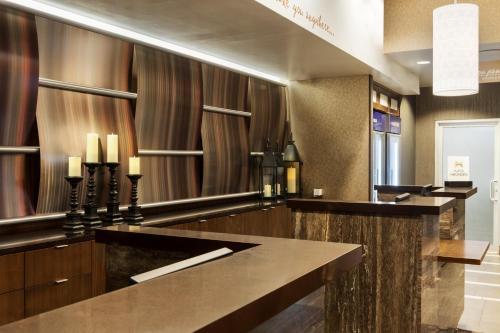 A kitchen or kitchenette at Hilton Garden Inn New York Manhattan Midtown East