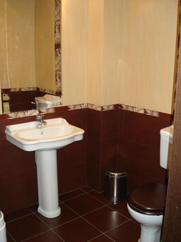 Ванная комната в 1000 i Odna Noch Inn