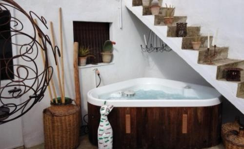 A bathroom at Can Bernnassar