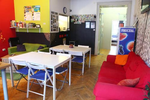 The lounge or bar area at Hostel Zeppelin