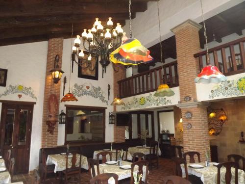 Un restaurante o sitio para comer en Hotel Grand Maria