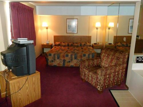 A seating area at Super 8 by Wyndham Chadron NE