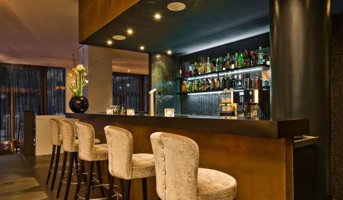 The lounge or bar area at COSMO Hotel Berlin Mitte