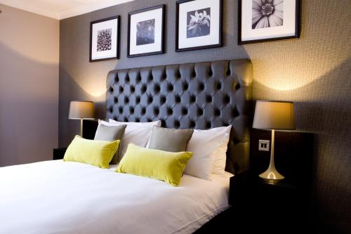 A bed or beds in a room at The Bulls Head And Lodge