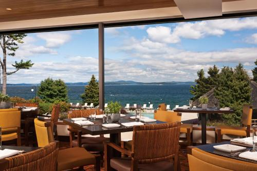 A restaurant or other place to eat at Holiday Inn Bar Harbor Regency Hotel, an IHG Hotel