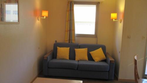 A seating area at Promenade des Bains Apartment