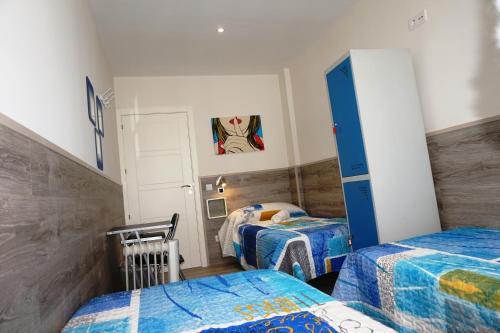 Cama o camas de una habitación en MuchoMadrid