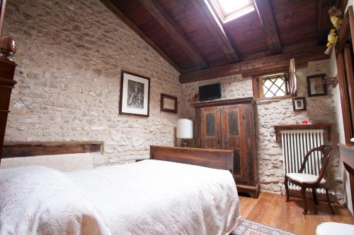 A bed or beds in a room at B&B Asolo Casapagnano