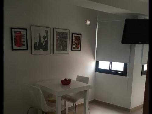 A television and/or entertainment center at Estudio San Lorenzo