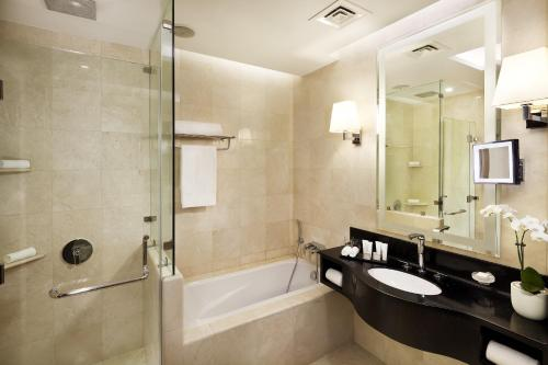 A bathroom at Crowne Plaza Doha West Bay