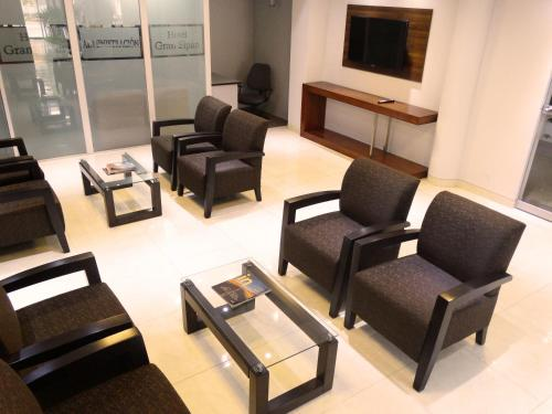 A seating area at Hotel Gran Sipan