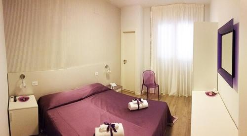 A bed or beds in a room at Hotel Villa Rosa