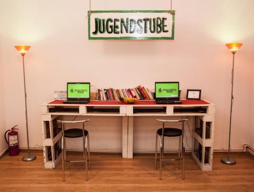 Zona business o sala de conferencias en JugendStube Hostel