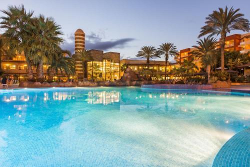The swimming pool at or near Elba Carlota Beach & Convention Resort