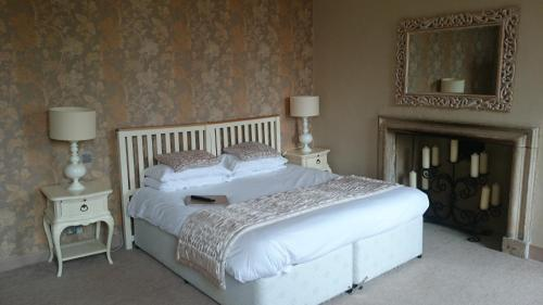 A bed or beds in a room at The Red Lion