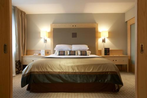 A bed or beds in a room at Lancaster House Hotel
