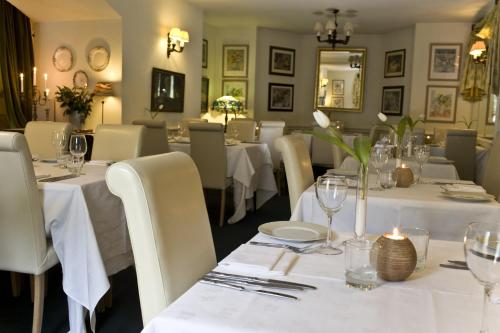 A restaurant or other place to eat at Overcliffe Hotel