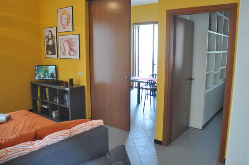 A television and/or entertainment centre at Venice Easy Stay