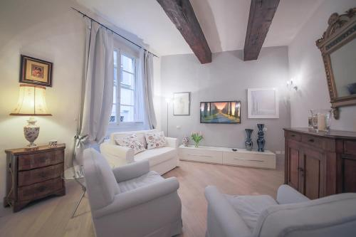 A seating area at Apartments Florence Parione