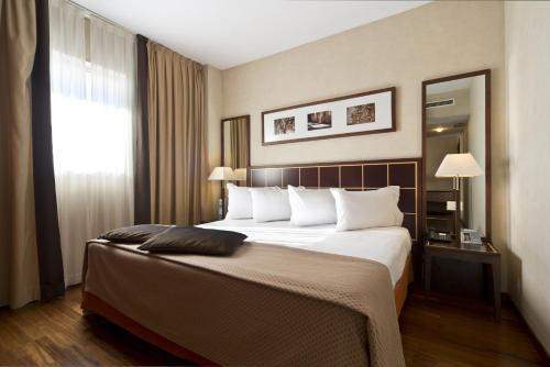 A bed or beds in a room at Eurostars Toledo