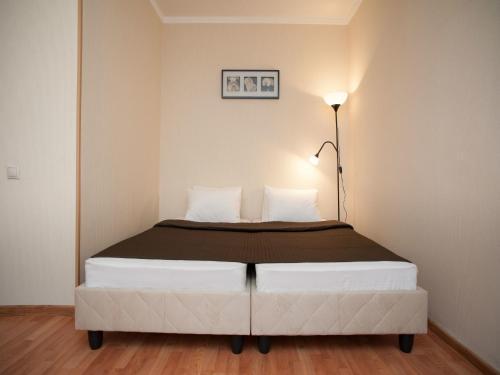 Кровать или кровати в номере InnDays Apartments Молодежная