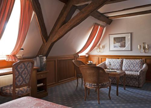 A seating area at Hotel Zum Ochsen Durlach