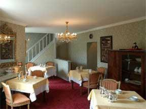 A restaurant or other place to eat at Les Lions De Beauclerc