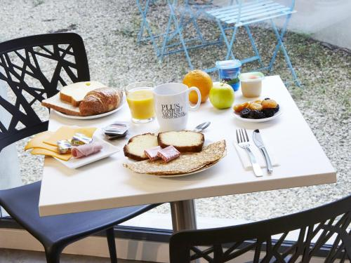 Breakfast options available to guests at Kyriad Nantes Centre Graslin