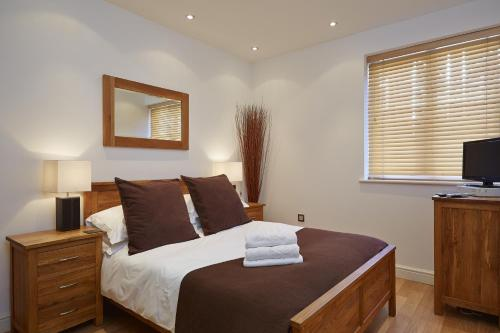 A bed or beds in a room at Old Library Apartments By Flying Butler