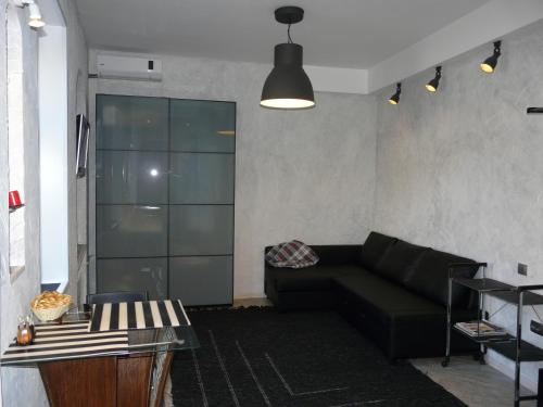 A seating area at Modern Apartments