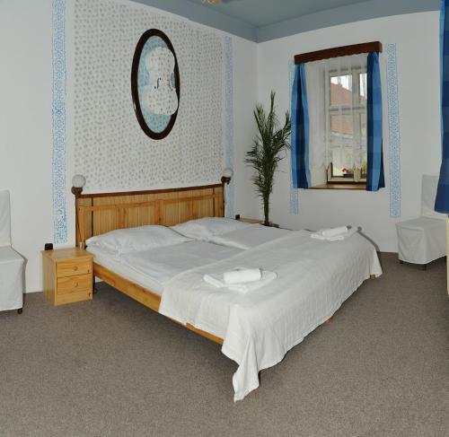 Postel nebo postele na pokoji v ubytování Pension Alfa & Whisky Pub