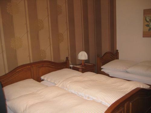 Ein Bett oder Betten in einem Zimmer der Unterkunft Zenner's Landhotel