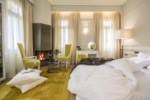 A bed or beds in a room at 3 Sixty Hotel & Suites
