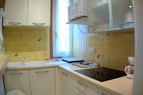 A kitchen or kitchenette at Monte Carlo Center