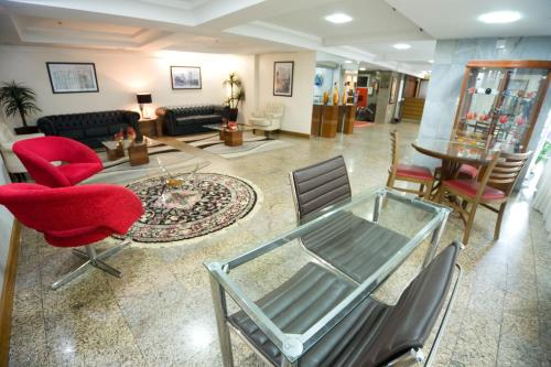 The lobby or reception area at Dan Inn Express Porto Alegre