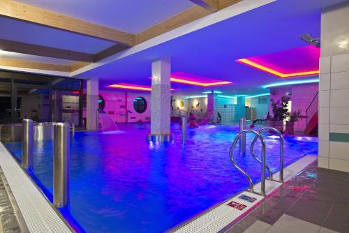 Bazén v ubytovaní Hotel SOREA URÁN alebo v jeho blízkosti