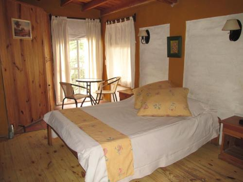 A bed or beds in a room at Cabañas Los Arreboles