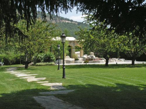 A garden outside Don Carlos