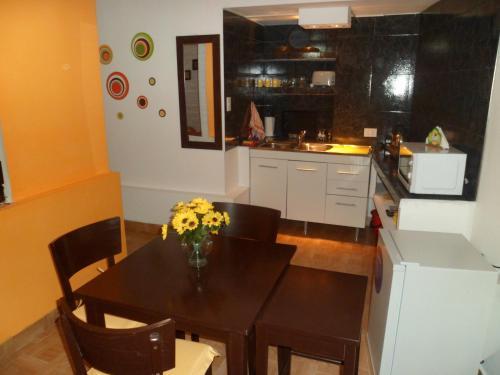 A kitchen or kitchenette at Apartment Alvarado