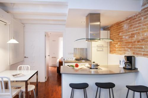 A kitchen or kitchenette at Feelathome Center Apartments