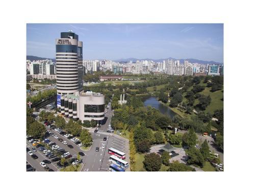 A bird's-eye view of Seoul Olympic Parktel